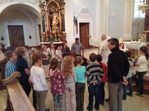 Bibelfeier für die ersten Klassen in der Kirche