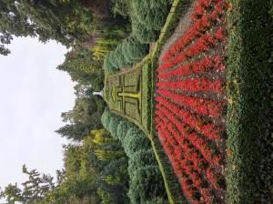 Garten mit Christusstatue